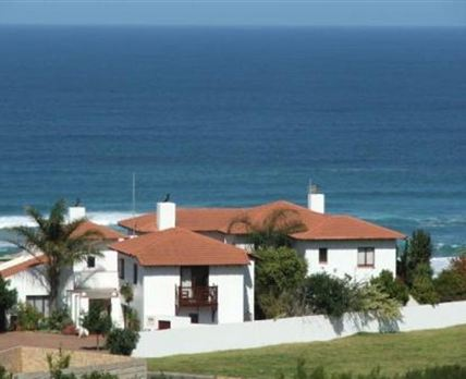 Situated between Mossel Bay and George on the coast at Outeniqua Strand, Glentana
