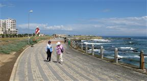 Flanked by a promenade used by runners and walkers, the Green Point Lighthouse, in Beach Road, Mouille Point, Cape Town was the first solid lighthouse structure on the South African coast, first lit on 12 April 1824.