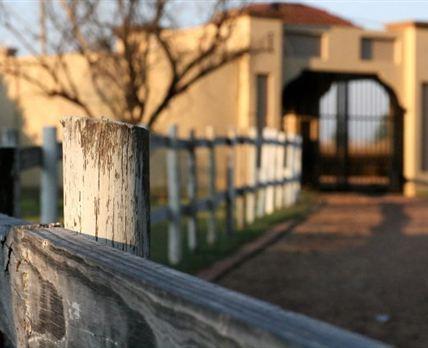 Entrance © Thys