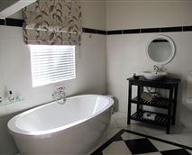 Farmhoue Suite bathroom
