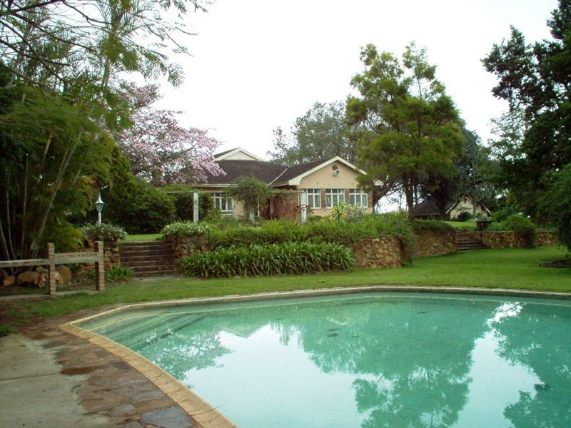 Tally ho bed and breakfast for Swimming pool bed