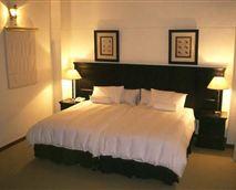 Luxury Suite bedroom © Urban Hip Hotels – The Highlander