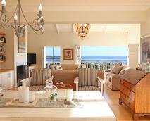 Upstairs lounge with sea view