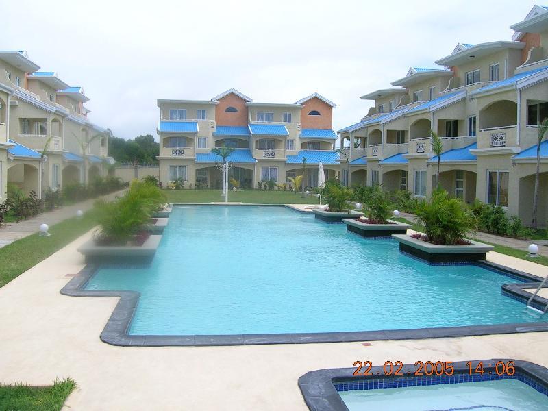 Le grenadier complex for Swimming pool mauritius