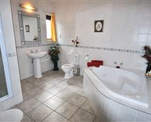 Shark Suite en Suite © MC Website Design Services