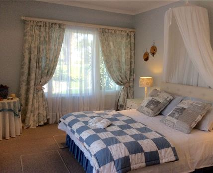 Queen bed looking onto Golf Course