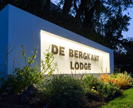 'De Bergkant Lodge' Entrance Sign © Michael S. Sönnichsen