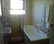 bathrooms in room 3