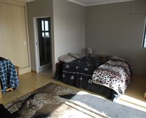 Double room with balcony access and mountain views