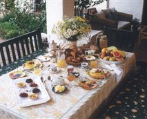 Delicious al fresco breakfasts served every day