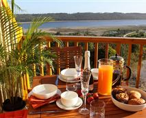 Breakfast on the deck with views over Langvlei © Ke Nako Lodges