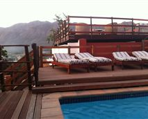 A heated swimming pool is exclusive for guests © Mountain View Lodge Montagu