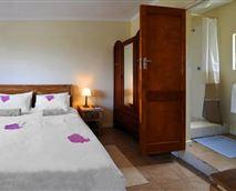 Rouge Cottage bedroom