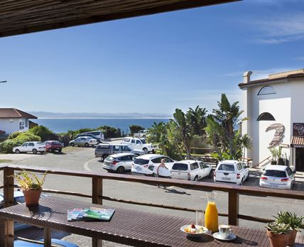 Aloe Again Beach Accommodation has the most desirable address - Pepper Street. This places you only 50m from the world famous Supertubes surf break.