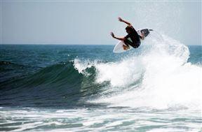 Surfing Mdumbi Point Break