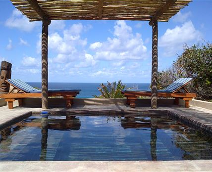 Swimming pool at each Villa, with breath taking sea view © Paz do Pai Lodge