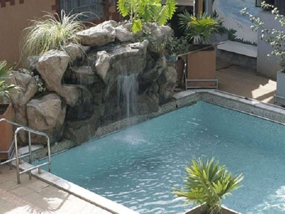 Gracia gardens hotel for Pool garden restaurant nairobi
