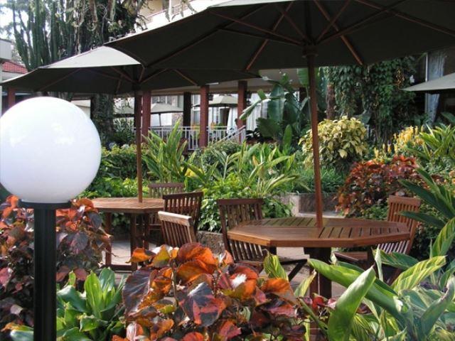 Kivi milimani hotel for Pool garden restaurant nairobi