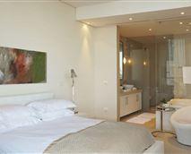 402 Pembroke bedroom