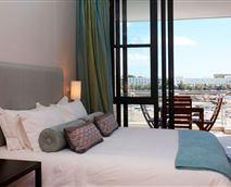 403 Juliette bedroom