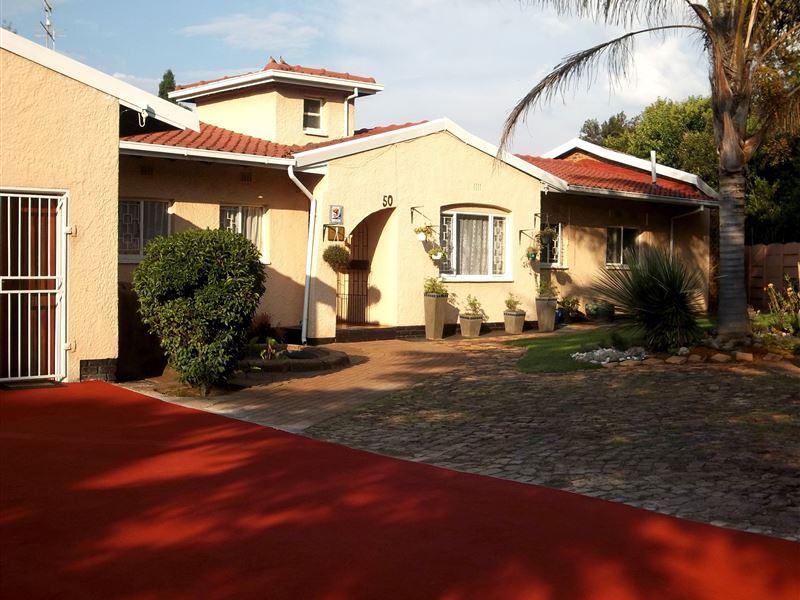 Van Riebeeck Park Accommodation