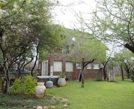 Enclosed garden and splash pool area