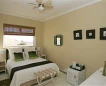 Standard Double or Twin Room © Dolphin Inn Guesthouse