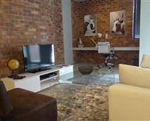 Metro 1B lounge and work area