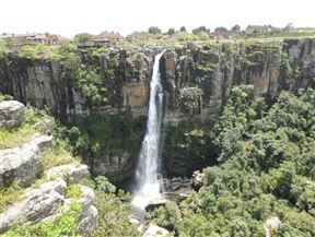 From Graskop R533 to Hazyview, 1.5 kms East of Graskop.  View the Panorama gorge and falls opposite the Big Swing.  Curios for sale, and toilet facilities.