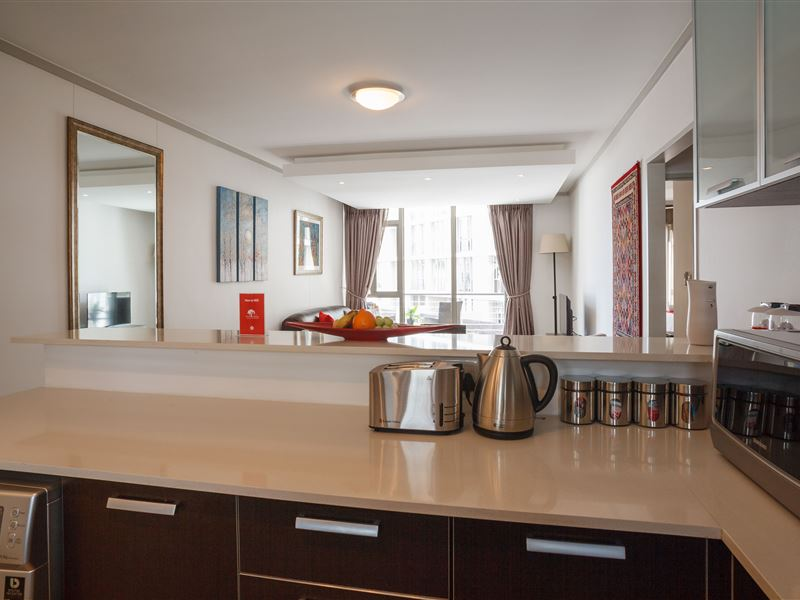 Cape town city accommodation the quadrant for Affordable kitchens cape town