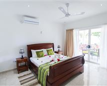 Garden View Villa with large separate bedroom with air-conditioned and ceiling fan © David Deltel