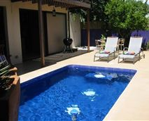 Private courtyard pool © Property of Nooks Pied-a-terre