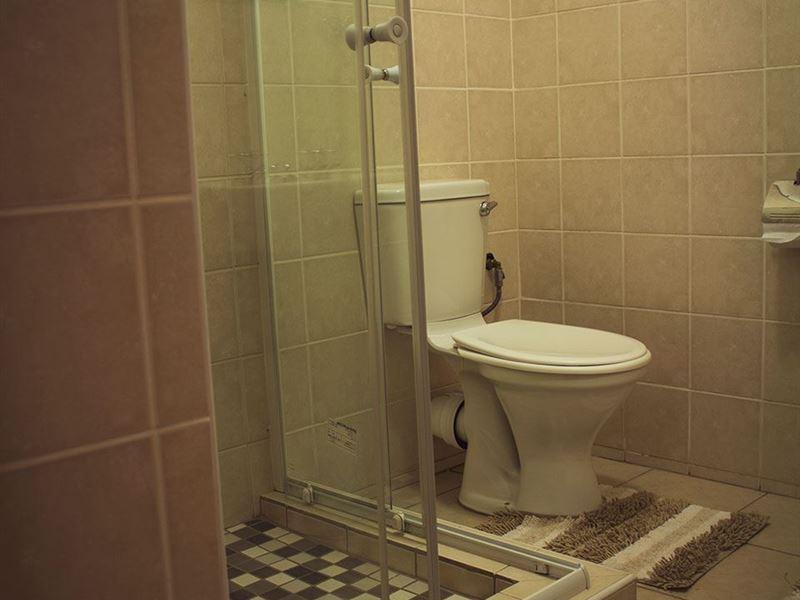 Guest En Suite Bathroom: Estralita Guest House