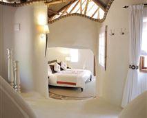 Main Olarro bedroom