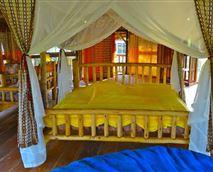 family room-honeymoons suite