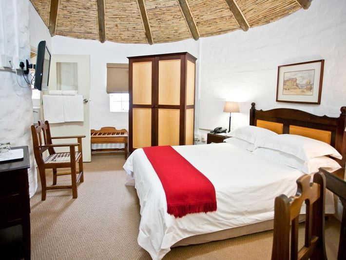 Protea hotel by marriott oudtshoorn riempie estate for Stylish hotel rooms