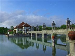 Taman Ujung - Floating Bale southern bridge
