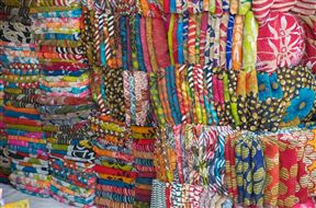 Cloth for sale at Kinari Bazaar