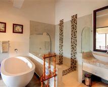 Marula Suite bathroom