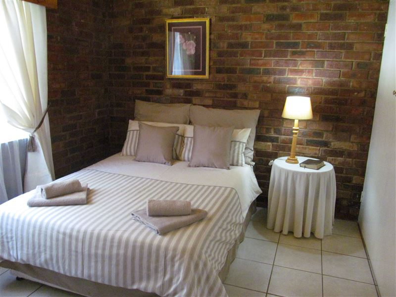 Model guest house brits
