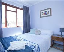 Scatter cushions and art make the space homely and inviting © Rietvlei Cottage