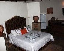 En suite room with queen bed