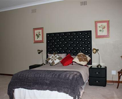 Apartmenten- bathroomown entrancekitchenette fully equipped