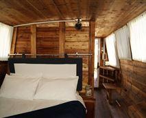 Houseboat © Mount Noah Lodge