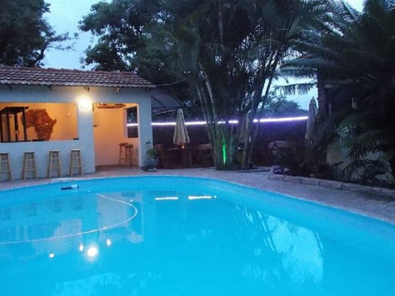 The plover bed and breakfast for Swimming pool bed