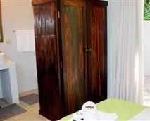 Guest room and en-suite bathroom