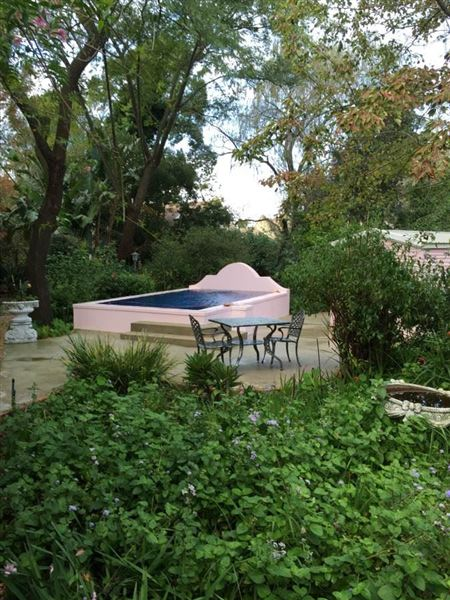 Pinkpaleis Self catering cottages with swimming pool