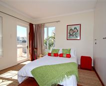 Holiday Accommodation Blouberg Cape TownDouble Bedroom © surfsailsleep.co.za