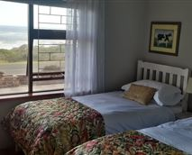 Bedroom 1 with 2 single bed with sea view