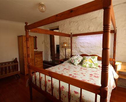 Queen size bed in the main bedroom © Sarina Viljoen